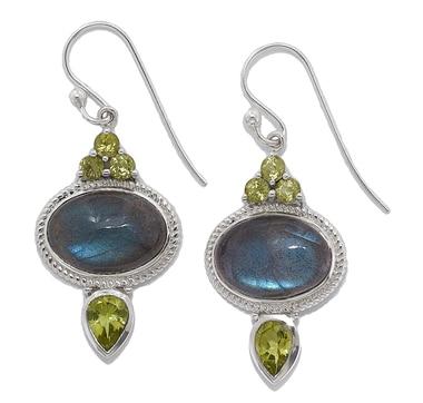 Pendants d'oreille en argent sterling ornés de pierres fines de Himalayan Gems
