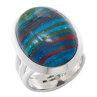 Bague parée d'une calsilica arc-en-ciel ovale sur argent sterling de Himalayan Gems