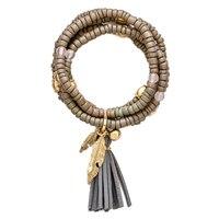 Bracelet agrémenté d'un gland pompon et d'une breloque de Glamour
