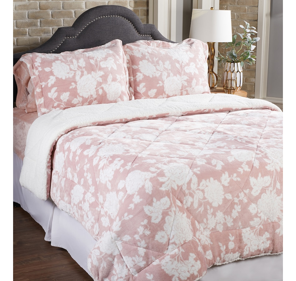 Image 486672_PROFL.jpg , Product 486-672 / Price $39.33 - $59.33 , HomeSuite Mink 3-Piece Comforter Set from HomeSuite Collection on TSC.ca's Home & Garden department